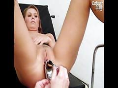 Hot divorced mom Janelle looking forward to her old gyno doctor