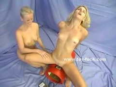 Blonde pair of lesbians learn how to perform sex with electric fucking machines kissing first