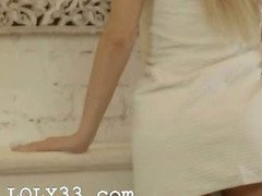 blond babe Carla fingering snatch