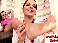 Lesbo Eve Angel loves to foot worship