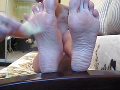 Foot Fetish Chick uses Feather on her own Bare Soles