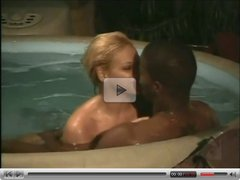 Interracial sex in the pool (from 7lives xposed)