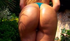 Mind-blowing Spanish babe with big round ass poses in front of cam showing off her goodies