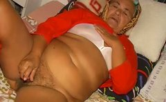 Lustful old granny gives head before her stinky clam is licked by thirsty old daddy
