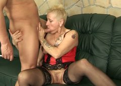 Ruined short haired mature rides horny man in reverse cowgirl style