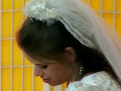 Horn-mad bride in loose gown Jenny provides her husband with a blowjob