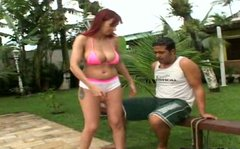 Sporty kinky redhead seduces a man for having a casual sex after training