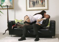 Amateur tall slut from Britain Lara Latex seduces a man for a casual sex