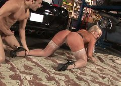Blonde bombshell gets her pussy fucked hard by horny mechanic