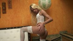 Sassy blonde shemale trollop Dany De Castro wanks on cam