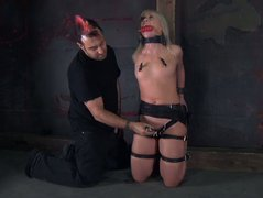 Sextractive blond babe Sarah Jane Ceylon gets her pussy tickled