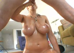 Gianna Michaels involves her juicy jugs