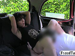 Amateur chick having sex with the driver for a free cab fare