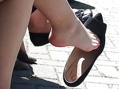 Candid Superb Legs Feet Shoeplay Dangling on Lunchbreak