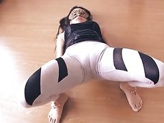 Big Botty Teen In Tight Yoga Pants Stretching Her Hot Camelt