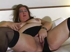 Enormous mature beatch playing with her twat on bed