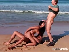 Curvy Latina DP at public beach