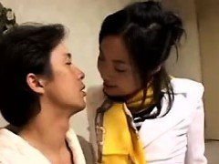 Provoking Japanese lady uses her luscious lips to please a