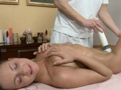 Enchanting darling acquires her body rubbed with oil by dude