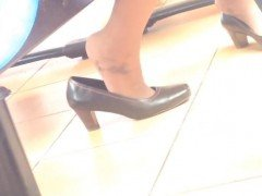 Candid asian shoeplay dipping feet Kyung from dates25com