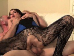 Squirt queen Cytherea appears and squirts her way to