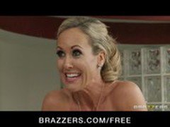 Sexy blond MILF Brandi Love is massaged &amp_ fucked by her masseur