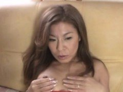 Mature sweetheart spreads wide and gets pussy licked hard