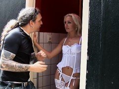 Horny hooker gives a hawt oral job and jerks off to finish