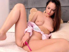 Amateur Teen Plays With Dildo On Webcam