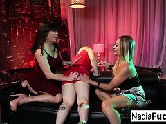 3 Porn decide to fuck each other at a night club