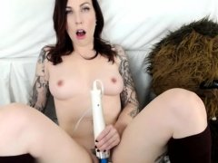 Horny Tattooed Brunette On Webcam Working With Hitachi