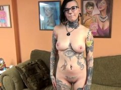 Tattooed hottie Tank is blowing an old dude she just met