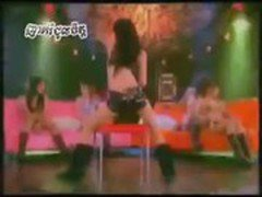 Thai Girls dancing to a Khmer Song Q5 ORIGINAL HIGH QUALITY