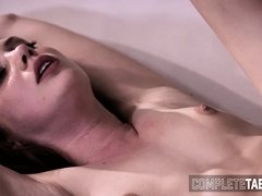 Teen babe gets creampied