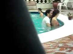 Gordinho metendo na piscina - Colombian Couple Caught Having Sex In A Public Poo