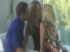 jessica drake and courtney cummz kissing