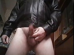Tueffi nnaked wanking and cumming his full load